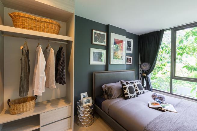 Sypialnia w odcieniach zieleni. Inspiracje stylem kolonialnym we wnętrzu